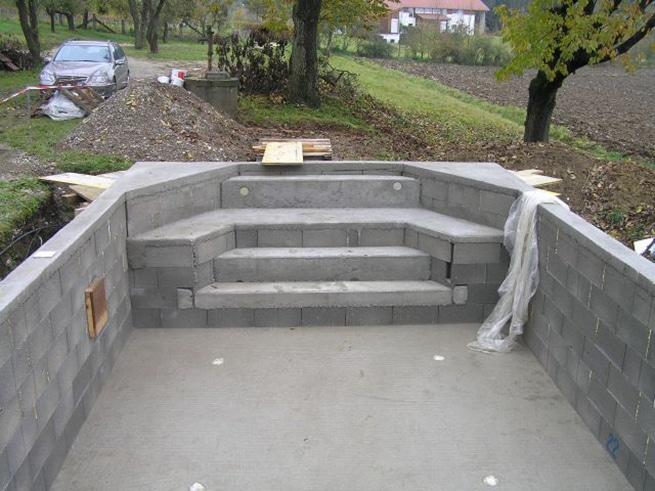 Piscina de obra elegant piscina de obra con cascada with for Como hacer una alberca ecologica