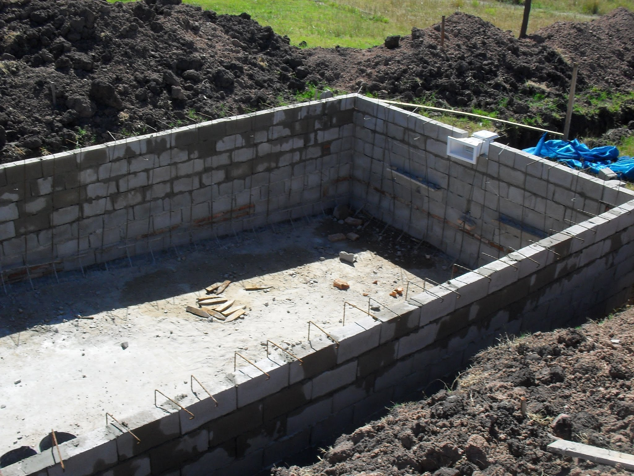 Como hacer una piscina de cemento paso a paso sencillo for Ladrillos para piletas