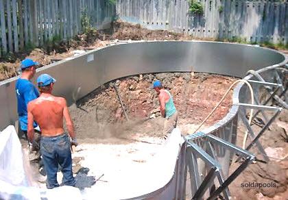 Como hacer una piscina en el jardin paso por paso for Costo de construir una piscina