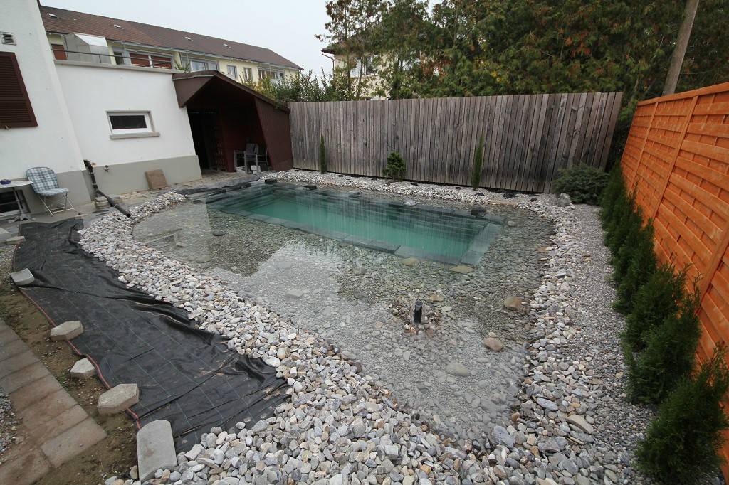 Como hacer una piscina en el jardin paso por paso for Como hacer una piscina de hormigon