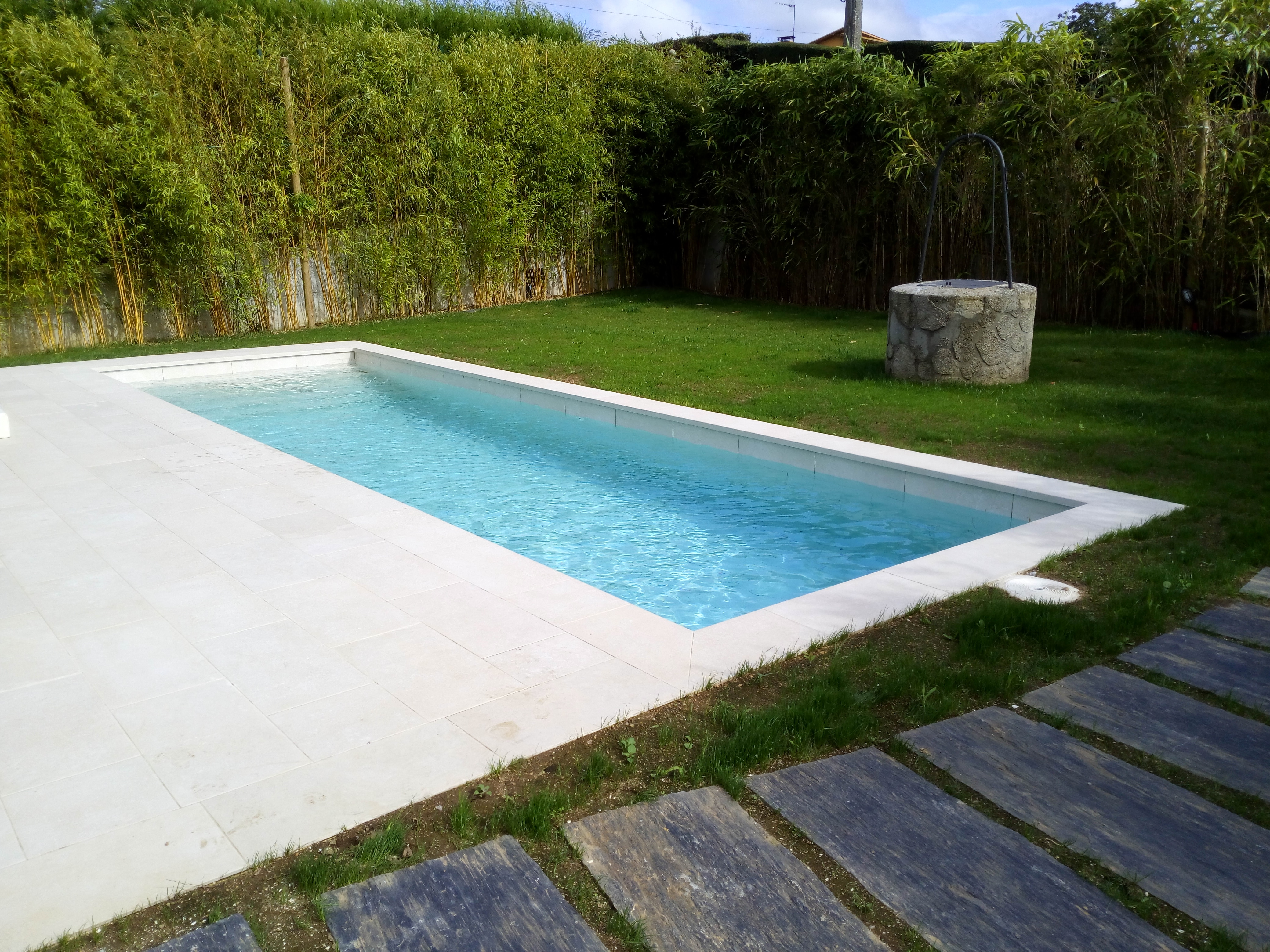 Como construir piscina de hormigon for Piscinas con gresite blanco