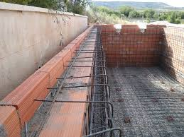 Como hacer una piscina de ladrillos huecos en tu jardin for Como construir una piscina en concreto