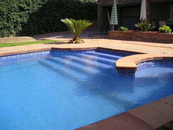 Como hacer una piscina de obra con ladrillos for Piscinas con jacuzzi precio