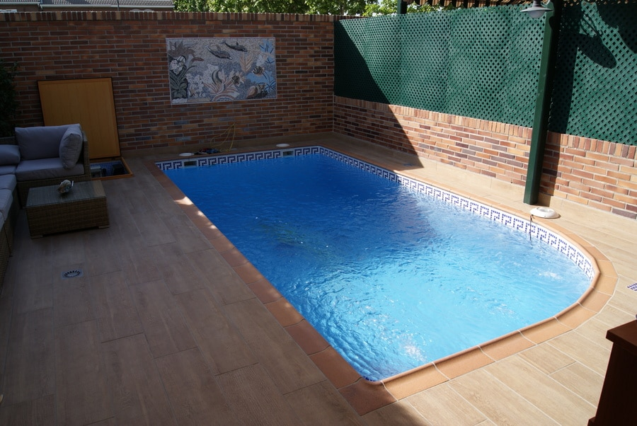 Hacer una piscina de obra cool piscinas familiares de for Que cuesta hacer una piscina
