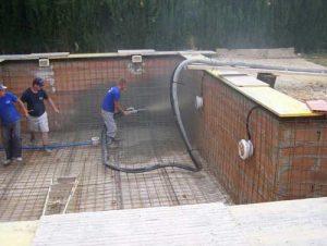 Como hacer una piscina de ladrillos huecos en tu jardin for Como se hace una pileta de material