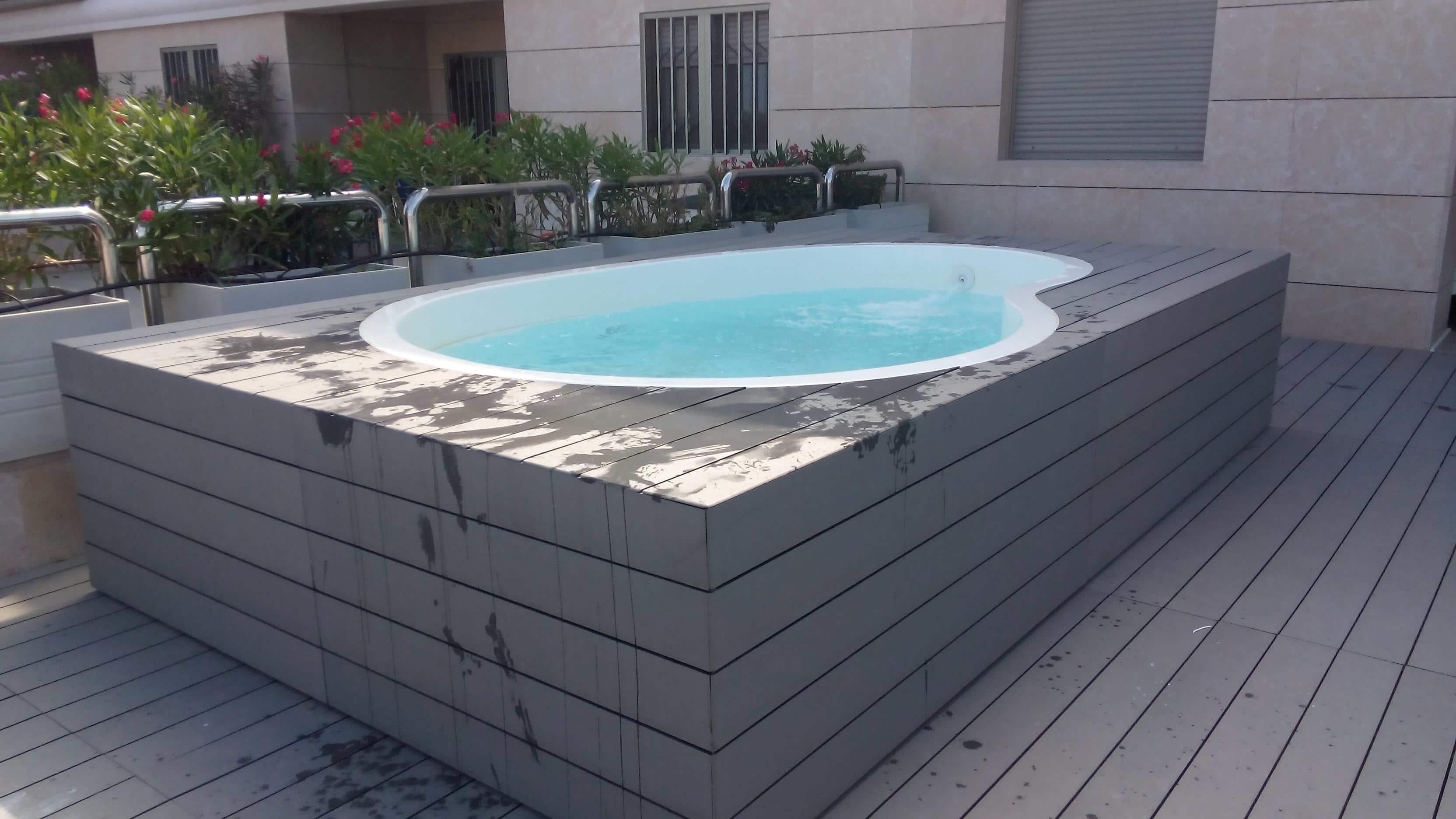 como hacer piscina de obra elevada