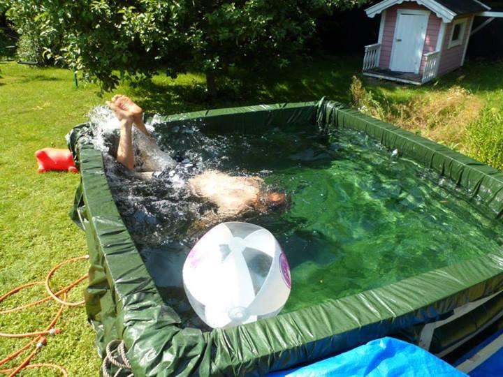 Como hacer una piscina casera economica for Que cuesta hacer una piscina